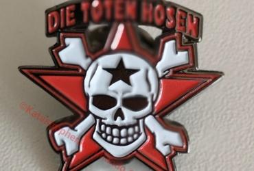 "Anstecker / Pin ""Totenkopf"""