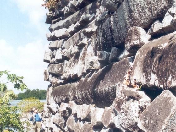 Eine Monstermauer aus Stein...