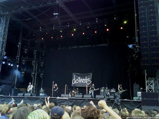 Donots on Stage 1